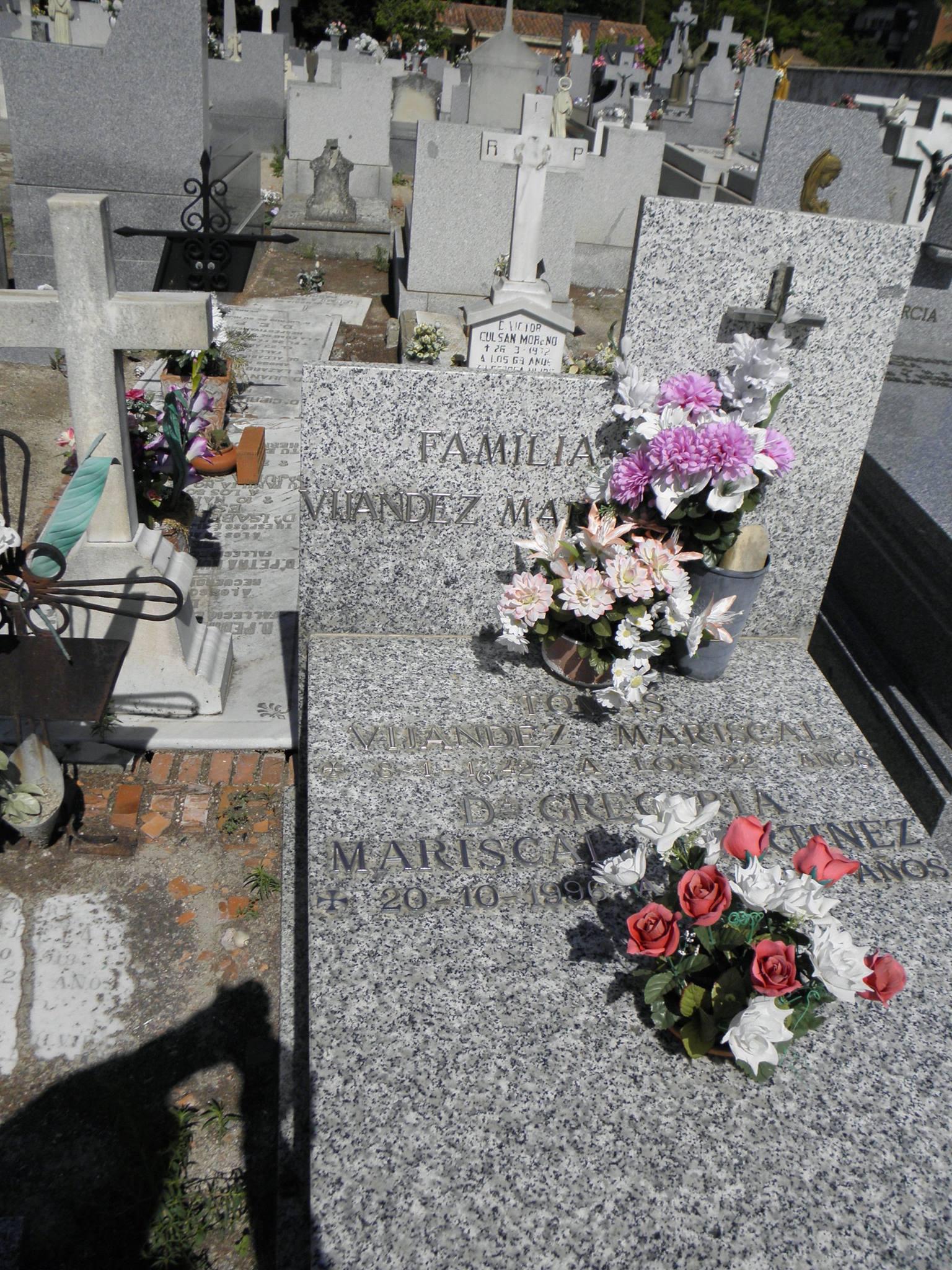Tumba de Tomás Vijández, en el cementerio de Vallecas.