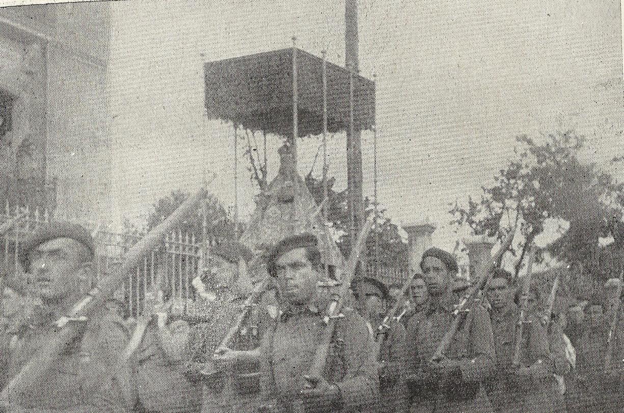 Paso de la Santina por Infiesto el 3 de julio de 1939 a su regreso de Francia (http://parroquiaparres.blogspot.com/2014_07_01_archive.html)